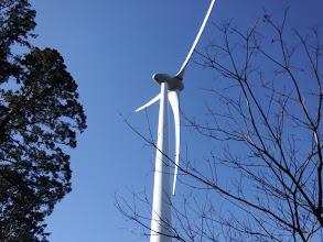 風車を見ながら進む