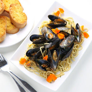 White Wine Mussels With Pasta + GiveAway!.