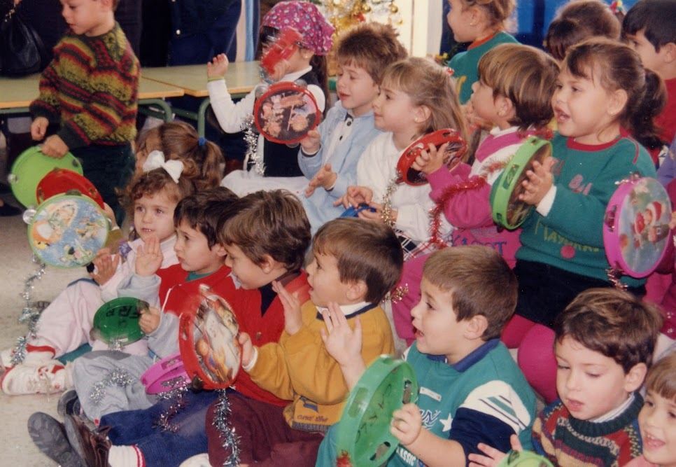 Niños oyendo