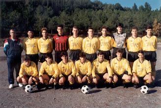 Photo: 1990-91 ΑΕΚ Α' Κατηγορία ΕΠΣ Κοζάνης. Ορθιοι: Θόδωρος Μανδραβέλης (προπονητής), Ηλίας Μπαγκατζούνης, Ζήσης Σιδέρης, Γιάννης Γκούντας, Βασίλης Γκαντάνης,  Γιώργος Βατζίκας, Ρούλης Σιδέρης, Μιχάλης Πεχλιβανίδης, Τάσος Τσαουσίδης, Γιώργος Μπλάντος. Καθιστοί:  Στέλιος Χατζηγεωργιάδης , Μάκης Μαλούτας, Κώστας Τσαμπούρης, Ιορδάνης Παπαδόπουλος, Χρήστος Βαξεβάνος, Μαργαρίτης Λουμπουτσκός, Γιάννης Μούτος.