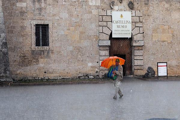 Pioggia sulla piazza di Norcia