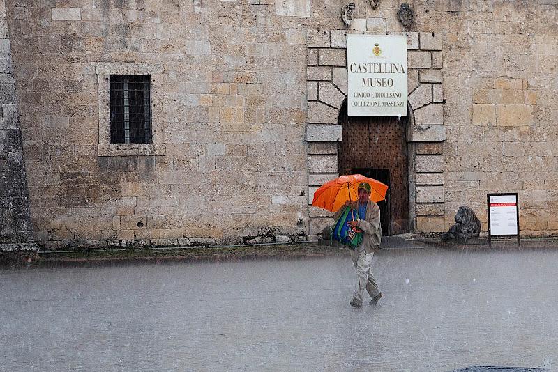 Pioggia sulla piazza di Norcia di Blondy