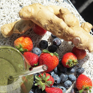 Food Babe's Ginger Berry Anti-Inflammatory Smoothie.