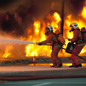 Fireman in action !!!!!! by Pacu Jue - News & Events World Events