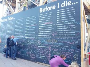 "Photo: Big public chalkboard for ""Before I die..."", at the Aarhus Festival."