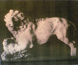 Photo: Fig. 17. Leone dalla necropoli del Ceramico, marmo greco. Atene, Museo Archeologico Nazionale.