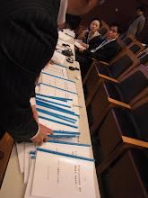 Photo: 15名すべて終了、25冊の審査票を集めます。
