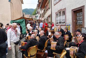 Photo: Sehr viele Besucher am Markt