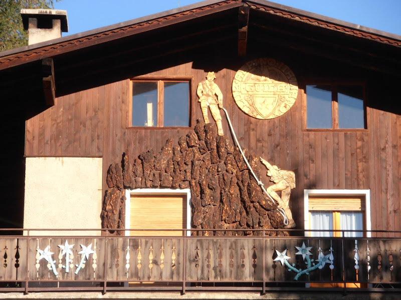 La facciata di legno di joysphoto