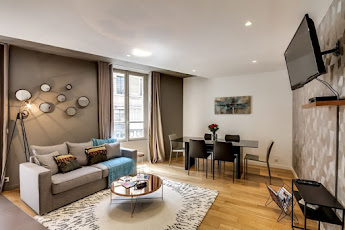 3 bedroom apartment on rue la boetie~champs elysees~sleeps 8