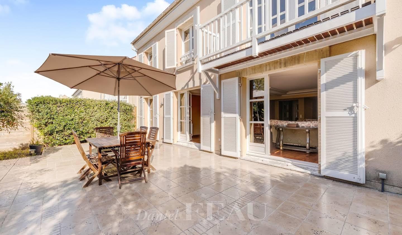 Bien atypique avec terrasse Rueil-Malmaison
