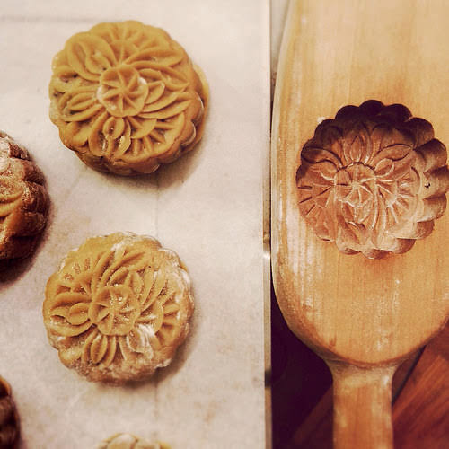 Five Nuts Mooncake, five kernel mooncake, 五仁月餅, recipe, mid autumn festival, cooked glutinous rice flour, 糕粉, chinese olive seed, 欖仁, Chinese candied citrus, 桔餅,  homemade golden syrup