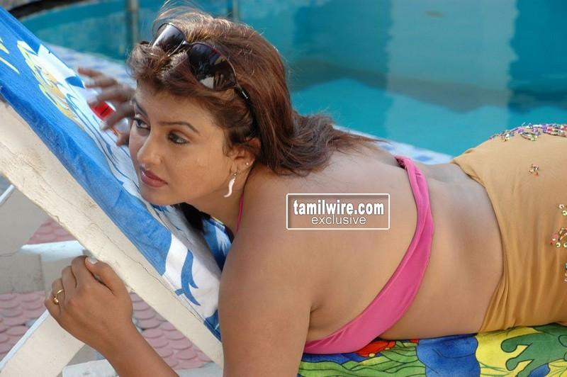 Actress Sona from South, Sona Hot Back,