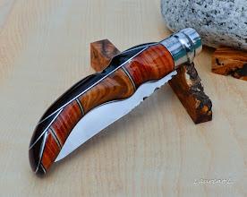 Photo: Opinel custom n°129 http://opinel-passions-bois.blogspot.fr/ Personnalisations en marquèterie de bois précieux, cornes, résines et aluminium du couteau pliant de poche de la célèbre marque Savoyarde Opinel.