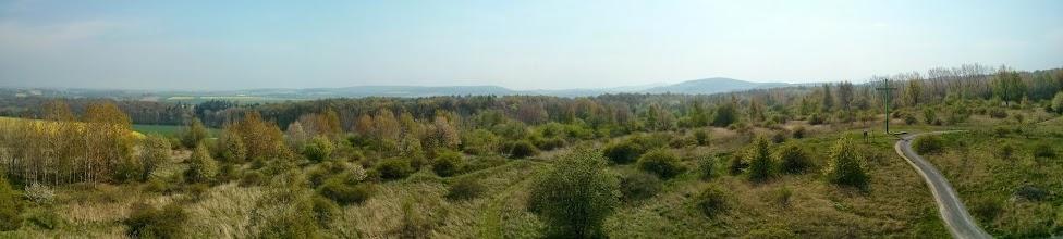 Photo: pohled z rozhledny na jih, smět Česko