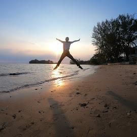 Happy  by Salmuazhari  Md Salleh - Babies & Children Children Candids ( sunset happy )