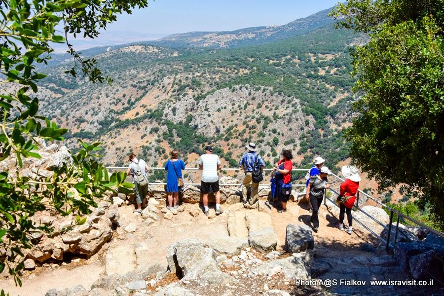 Панорама Галилеи из крепости Нимрод. Путешествия и экскурсии в Израиле.