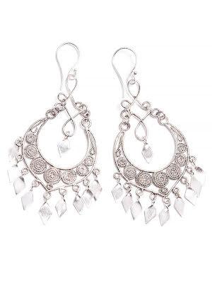 Silverörhänge, med filigrandekor