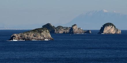 Photo: isolotti di Vetara (Massa Lubrense, a sx) e Li Galli (Positano, sullo sfondo)