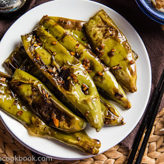 Szechuan Pan Fried Peppers (Tiger Skin Peppers, 虎皮尖椒)