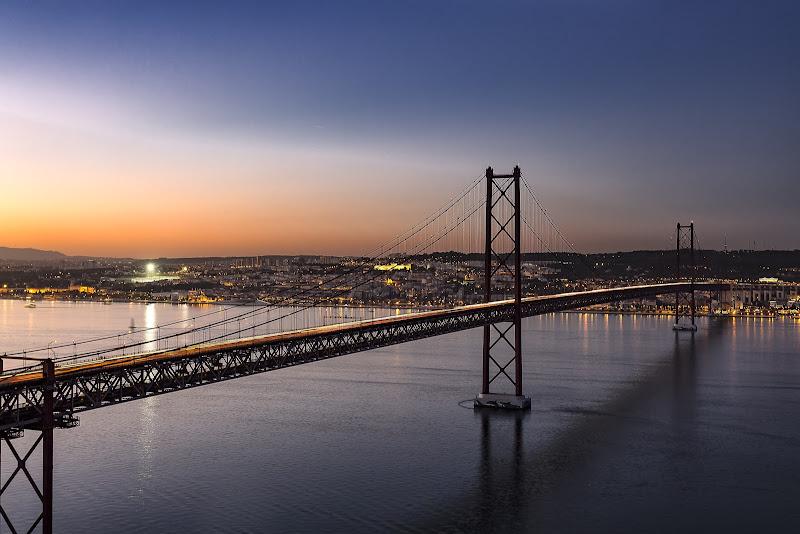 Ponte 25 de Abril Lisbona di Senzuno