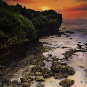 Sunset behind the island by Ferry Febriyanto - Landscapes Sunsets & Sunrises ( sunset, beautiful, beach, seascape,  )
