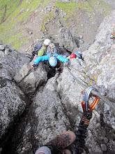 Photo: Diane qui dépasse des grimpeurs trop lents