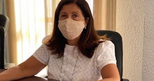 La alcaldesa en su despacho.