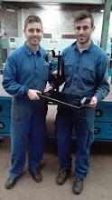 Photo: Javier y Adrián con su proyecto de un jamonero para el módulo de EIE