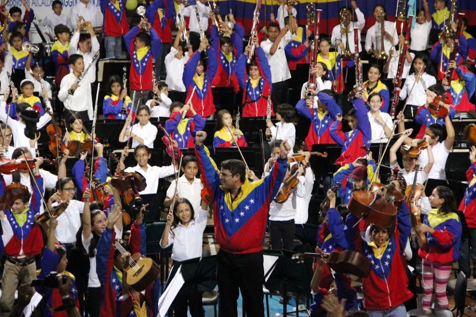 El director de la Sinfónica Nacional Infantil de Venezuela, Andrés González, celebró efusivamente el intercambio de esta selección 2015 con sus pares del estado Anzoátegui, donde las autoridades locales ofrecieron total apoyo para dotar de espacios propios a las agrupaciones de El Sistema.