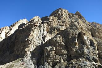 Photo: Les falaises RD en aval de la cascade de la Dhechyang khola