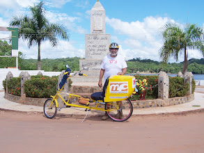 Photo: Monumento que marca o início do Brasil