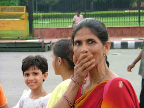 Photo: Old Delhi - zaskoczona Hinduska [ catched out hindu woman ]