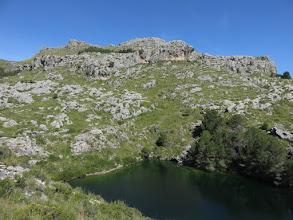 Photo: Embalse superior de Mortitx; detrás el Puig de ses Moles