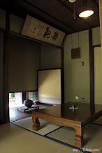 Photo: 掃き出し窓も作品に描かれたままの西の部屋。盛夏の折には、