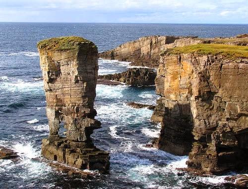 На севере Шотландии находятся скалистые Оркнейские острова