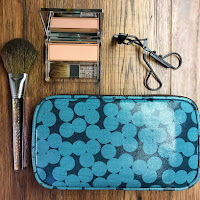 Women's Toiletry & Makeup}}