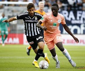"""Anderlechtspeler valt compleet uit de toon: """"Na 16 minuten al de nieuwe Deschacht"""" en """"Kan je hem geen cola's laten inschenken, Coucke?"""""""