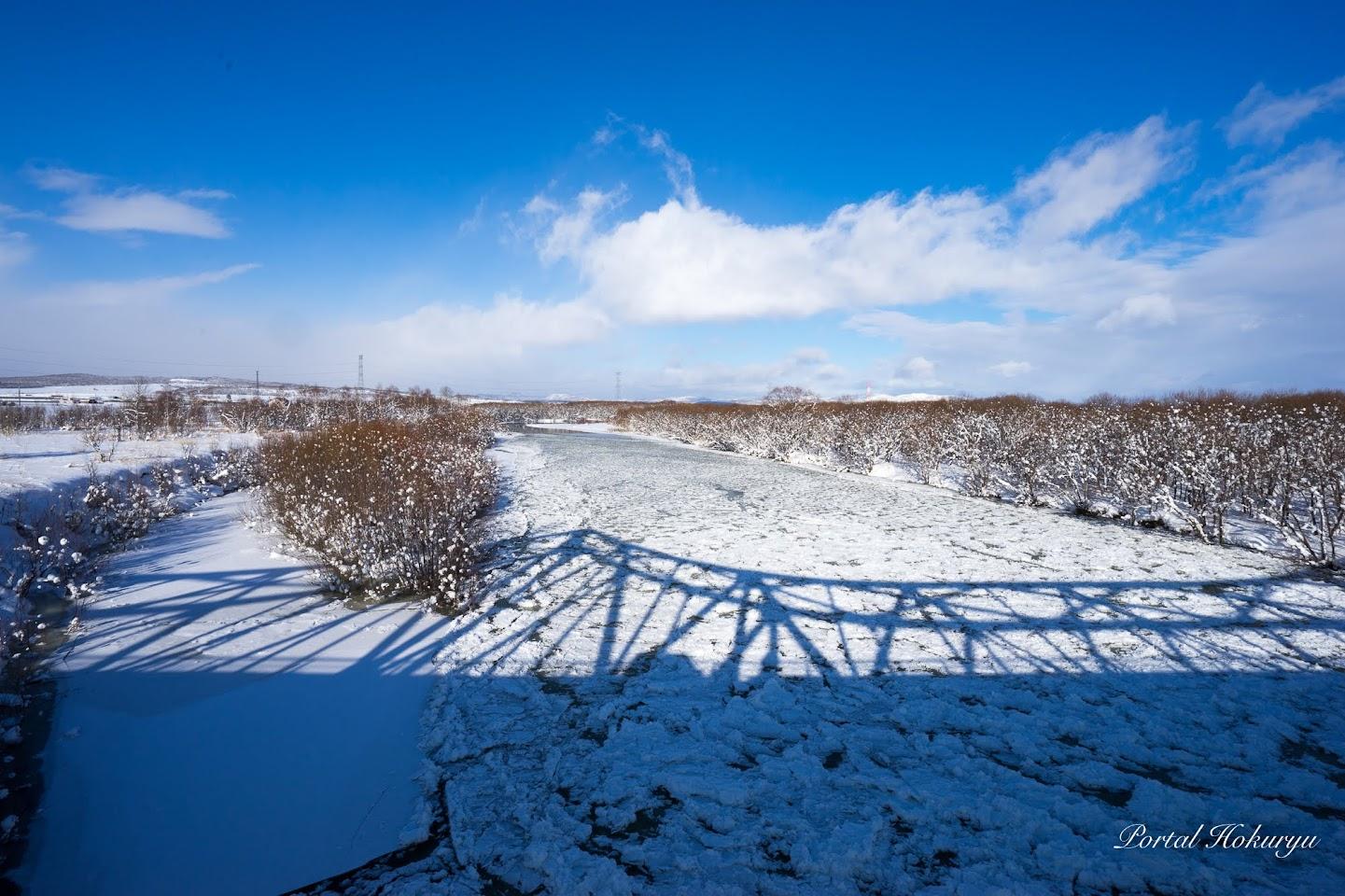 氷河漂う雨竜川