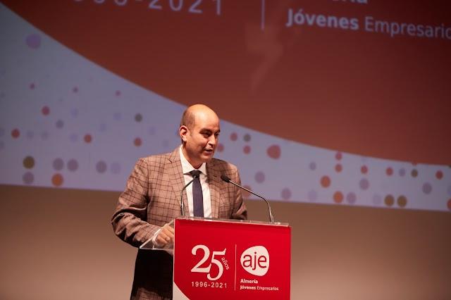 José González, presidente de AJE Almería, durante su intervención.