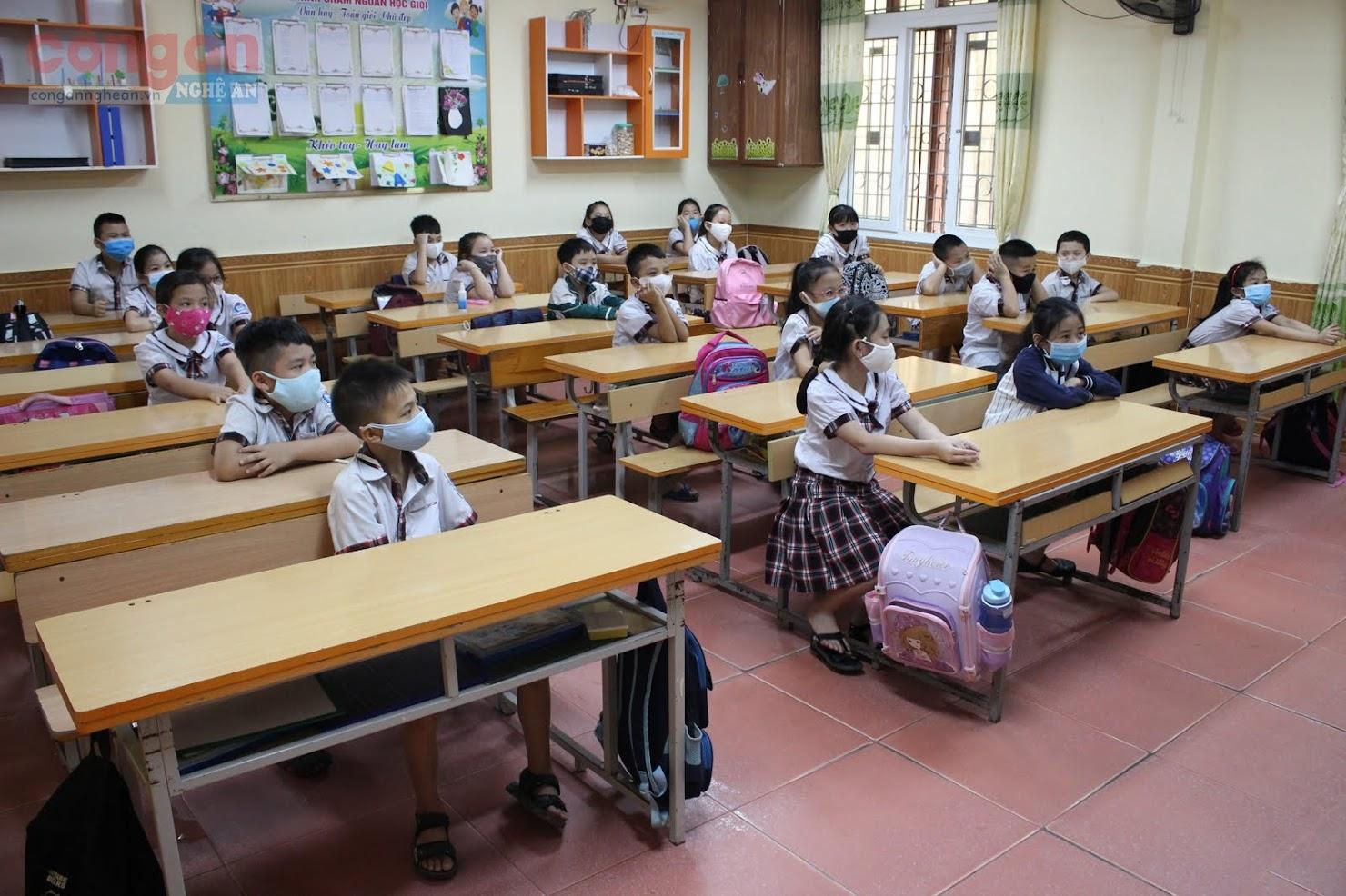 Mỗi lớp, học sinh giãn cách nhau 1,5 mét theo đúng quy định