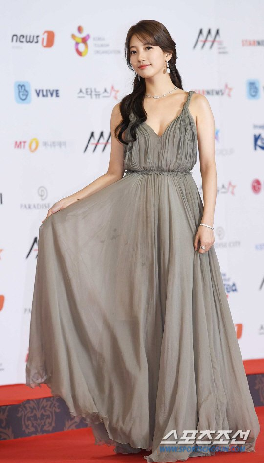 suzy gown 14