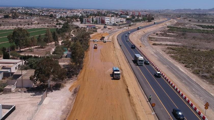 Obras de la Carretera Vera-Garrucha, en una imagen retrospectiva, a la altura de la Media Legua.
