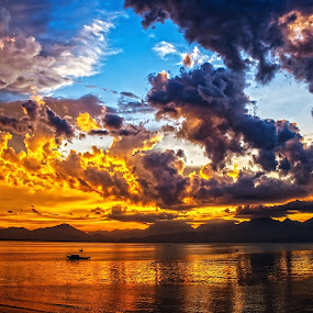 Burning sky by Do AmateurPic - Landscapes Sunsets & Sunrises ( amateurpic. delete     sunset ·     sundow ·     the da nang bay ·     beach ·     danang ·     central vietnam · )