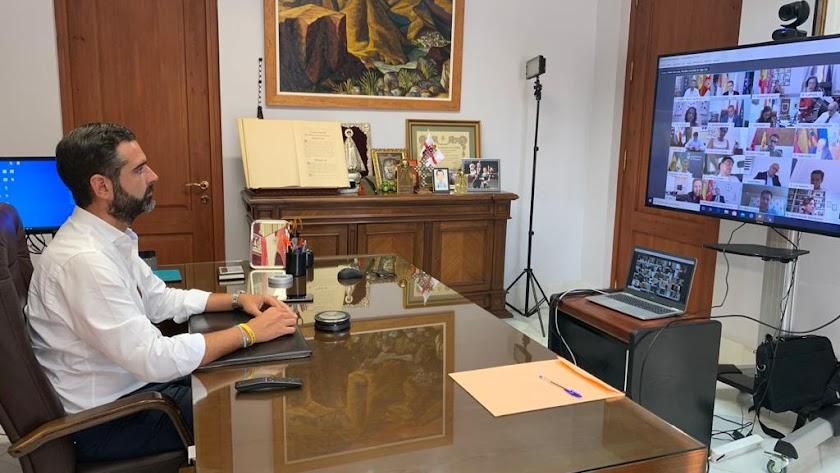 El alcalde durante la reunión de la Junta de Gobierno de la FEMP