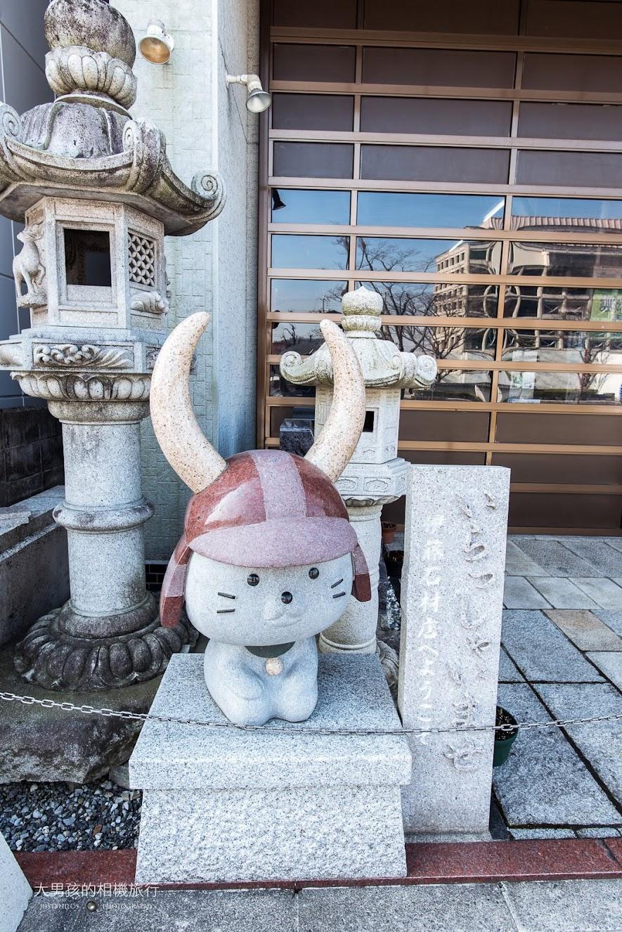 彥根貓非常受到遊客的喜愛,連路邊的石像都有彥根貓的影子。