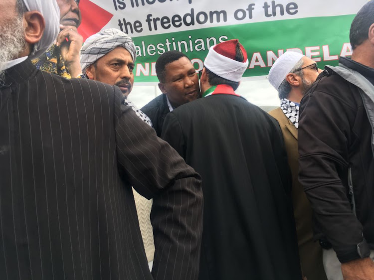On Wednesday more than 4'000 members of the Muslim community and other dignitaries including' Mandla Mandela' took to the streets of Cape Town to protest the securitisation of the al-Aqsa mosque in Jerusalem.