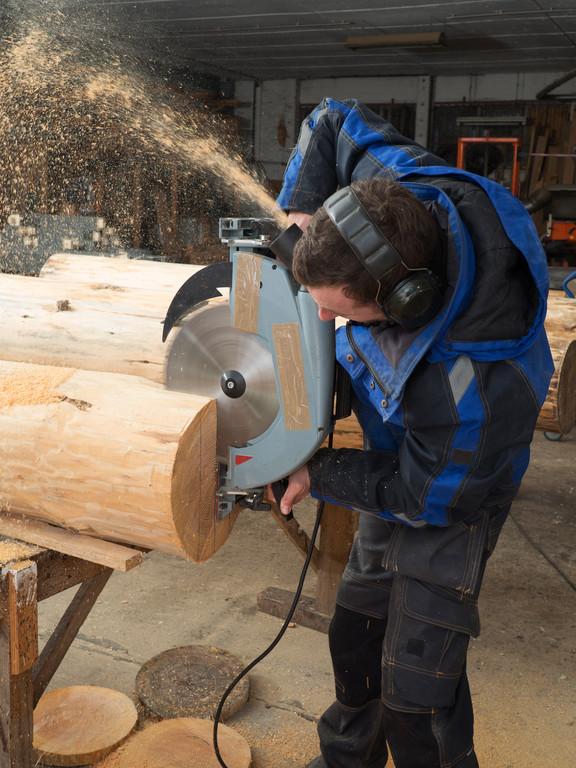 Obróbka bali drewnianych