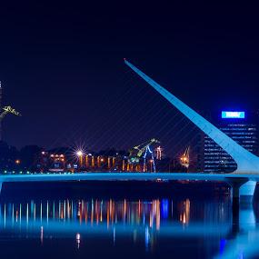 Puente de la mujer -Calatrava by Mariateresa Toledo - Buildings & Architecture Bridges & Suspended Structures ( argentina, colori, ponte, luci, puerto madero, buenos aires, calatrava, bridge )