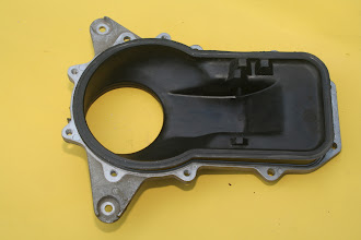 Photo: 1990 Benz 300E2.6 air flow sensor duct (top view)